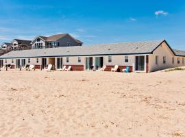 Dolphin Oceanfront Motel - Nags Head, pet-friendly hotel in Nags Head