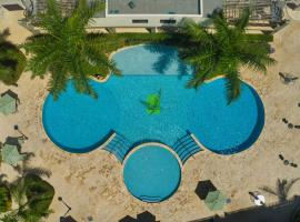 104 Deluxe 1BR ground floor Condo w Pool access in Palmbeach, appartement in Palm-Eagle Beach