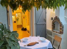 Pavillon confort pour 2 personnes GRUISSAN, hotel in Gruissan