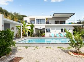 Splendid villa with pool and seaview 20 min away from Nice center - Welkeys, holiday home in Nice