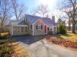 Two Bedroom Loft Cottage, holiday home in South Yarmouth