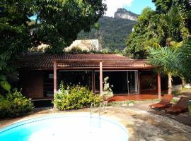 Casa 6 quartos piscina e sauna, hotel in Rio de Janeiro