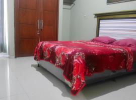 OYO 90646 Villa Karsinem Pasuruan, hotel in Pasuruan