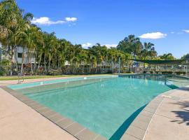 Whalecove Apartments, hotel near The Boat Club Marina, Hervey Bay