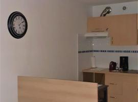 Agréable logement proche du polygone et gare, apartment in Béziers