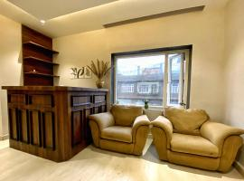 Lovely 3-Bedroom Condo with Parking on Premises, apartment in Gangtok