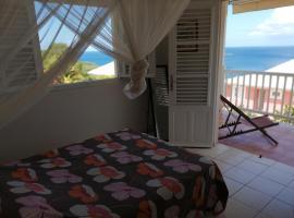Rose phoenix appartement terrasse et piscine vue mer, Villa in Les Anses-d'Arlets