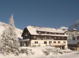 Hotel Tauernpasshöhe, hotel in Obertauern