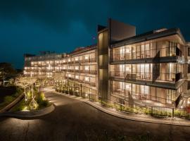 The Botanica Hotel, spa hotel in Puncak