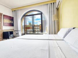 Hostal Martes Cáceres Plaza Mayor - Tercer piso SIN ascensor, hotel in Cáceres