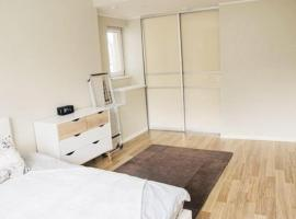 Big apartments with perfect location, hotel in Sydney