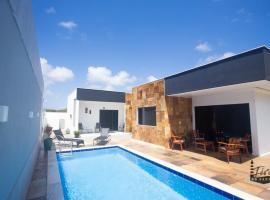 Casa Carioca, hotel with pools in Touros