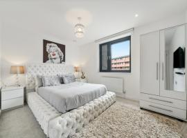 NEW City 2 Bed Modern Apartment by Canada Water/ Surrey Quays, hotel in London