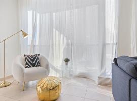 Bright & Stylish 2BDR with Burj Khalifa Views!, apartment in Dubai