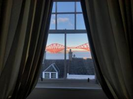Rooms at Ravenous Beastie, hotel near Hawes Pier, Queensferry