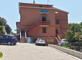 Guest House Tra Rocce E Mare, guest house in La Maddalena