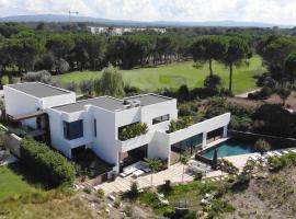 Luxury House PGA Catalunya Golf Resort, hotel near Girona-Costa Brava Airport - GRO,