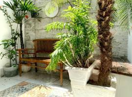 Charming&Cozy ground floor apartment, hotel in Rio de Janeiro