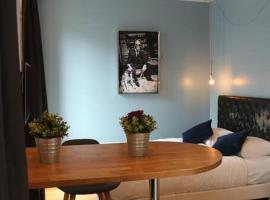 Lovely Studio - 2P - Paris, holiday home in Paris