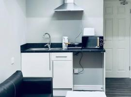 Studio Flat With Private bathroom and kitchen, hotel in Manchester