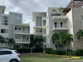 Punta Cana Village 2 BEDROOM - WIFI - POOL, hotel perto de Aeroporto Internacional de Punta Cana - PUJ,