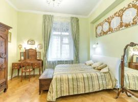 Spacious 2 room luxury apartment in the old style, pet-friendly hotel in Brussels