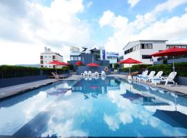 The Lantern Resorts Patong, отель в Патонг-Бич