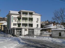 Karadzhovy Guest House, hotel in Kalofer