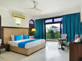 """Hotel Aashiyana by Yaara Hotels - """"Couple Friendly""""- 05 Mins from AIIMS, room in New Delhi"""