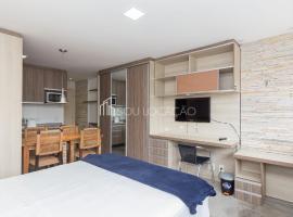 NEO 611 Super prático e bem decorado como um hotel mas com 30m2 preparados para uma estada confortável e privacidade de uma casa, hotel with pools in Curitiba