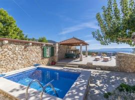 Villa Mate - with pool, hotel in Bol