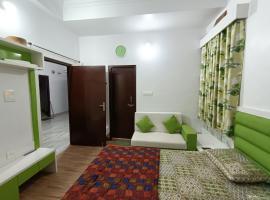 3 Bedroom Condo@Tiger Homestay, apartment in Udaipur