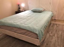 Big bedroom queen size bed at Las Vegas for rent-1, pénztárcabarát hotel Las Vegasban