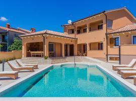 Pool Terrace Relax & Fun Villa Fuma, holiday home in Loborika