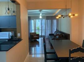 Novo ap a 10mt da praia,vista mar no calçadão da av central, apartment in Balneário Camboriú
