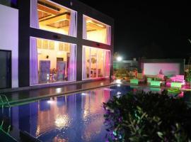 'Alberto Villa' -High end luxury mansion with pool, luxury hotel in Jaipur