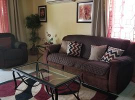 Ava's Place, cozy getaway 3bed, AC, WIFI, villa in Montego Bay