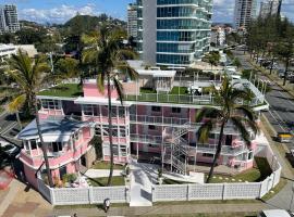 The Pink Hotel Coolangatta, hotel in Gold Coast