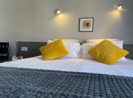 Logis HOTEL CASTEL DE MIRAMBEL, hotel in Lourdes