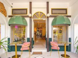 ISARA Boutique Hotel and Cafe, hotel near Old Phuket Town, Phuket