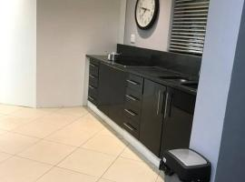 10 Guest-7bedroom residential home with fibre&DSTV, hotel near Cape Town International Airport - CPT,