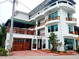 Hotel Cally, hotel in Puerto Villamil