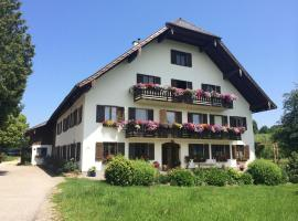 Rauhbergerhof, farm stay in Tiefgraben