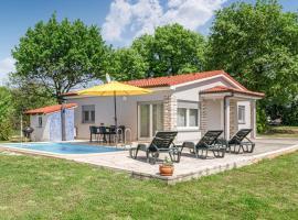Nice home in Loborika with Outdoor swimming pool, WiFi and 2 Bedrooms, holiday rental in Loborika