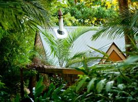 Witches Falls Cottages, hotel near Glow Worm Caves Tamborine Mountain, Tamborine Mountain