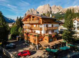 Hotel Ciasa Lorenzi, hotel en Cortina d'Ampezzo