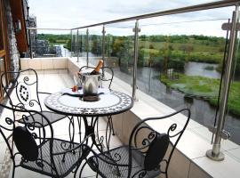 Leitrim Marina Hotel, hotel in Carrick on Shannon