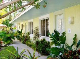 An Island Getaway at Palm Tree Villas, casa o chalet en Holmes Beach