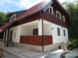 Guest House Wolf, hotel in Jezerce