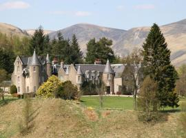 Dalmunzie Castle Hotel, country house in Glenshee